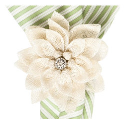 "Juliska - Juliska Dahlia Napkin Ring Natural - Juliska Dahlia Napkin Ring NaturalThis ring captures the enchanting essence of the Dahlia, so this beautiful bud can flourish on your table year round. Crafted this Natural floral ring of cream-colored Sinamay Straw for textural interest, adding a dew-drop of sparkle at the center to finish. Dimensions: 4"" W"