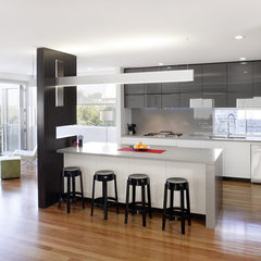 contemporary kitchen by Bayview Design Group Australia