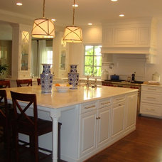 Traditional  by Lobkovich Kitchen Designs, Inc.