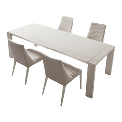 Domino Extendable Dining Table