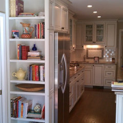 traditional kitchen cabinets by Wood Cabinet Design Inc.