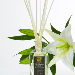 Casablanca Diffuser 500 ml. - Considered and traditional, the slate-colored, foiled label on the Casablanca Diffuser exhibits classical styling as it announces the exotic quality of the scent you experience with this beautifully-fragranced reed diffuser in your home.� Perfumed with the sweet nectar of the eponymous Casablanca lily, the diffuser also opens your perspective with warm, intoxicating ylang ylang and a soft fire of cloves.