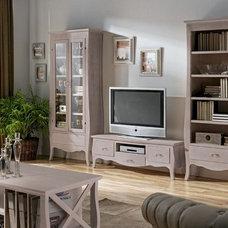 Traditional Living Room by Supernova Decoración