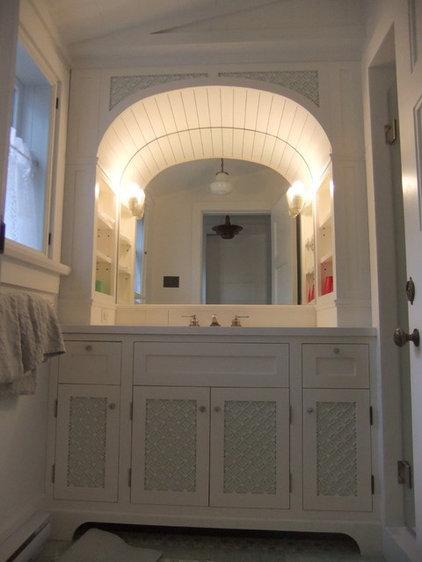 Traditional Bathroom Vanities And Sink Consoles by Muskoka Custom Carpentry ltd.