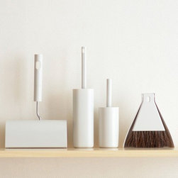 Desk Broom Set With Dustpan - These super sleek and modern cleaning tools from Muji look so good. It might even take a second glance to realize you are looking at cleaning tools.
