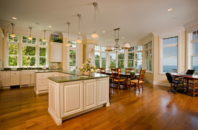 Traditional Kitchen by GRAND HOME AUTOMATION
