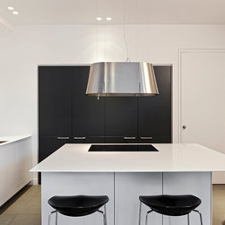 TWIN Range Hood - From the idea of the double, of symmetry, of the mirror that reflects an identical image, its form is the essence of balance and proportion. The mystery of the twin, as if in one of Leonardo's games of reversal, repeats itself.