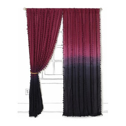 Wavering Ombré Curtain - Now that's a rich and bold ombré effect! It most certainly adds a mood, doesn't it? It could go boho real quick or linger on the elegant side.
