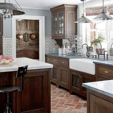 hbx-farmhouse-kitchen-terra-cotta-floor-0311-kitchen03-de.jpg