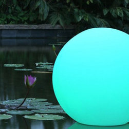 Ball Outdoor Portable LED Lamp by Smart and Green - Floating delicately on your pool or elegantly placed on land, Ball diffuses a pleasant light to suit your requirements. White light, candle effect or 160,000 colors to choose from… there are so many options for your evening.