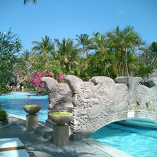 Photo from http://www.my-bali-holidays.com/hotel-pictures/melia-bali-hotel/melia