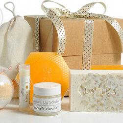 Bath Gift set - This luxurious Milk & Honey Gift Set includes: Natural Honey Lip Scrub Treatment (in a muslin bag), Honey Lip Balm,  Oatmeal, milk & Honey Bar Soap, Oatmeal, milk & Honey Bath Bomb Fizzy,  Queen Bee Bar Soap, Honey & Saffron Bar Soap.