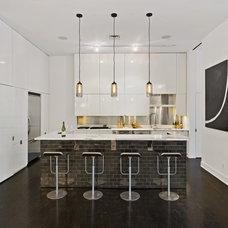Modern Kitchen by AQ Interior Design