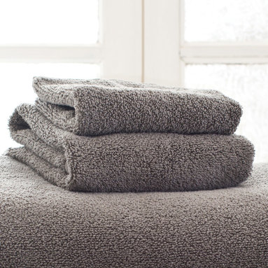 "Pine Cone Hill - PCH Signature Shale Wash Cloth - PCH's Signature wash cloth envelops with plush comfort and soothing style. Featuring a solid shale gray hue, luxurious cotton forms the bathroom accessory's soft and absorbent design. 100% cotton; Machine washable; 13""W x 13""H"