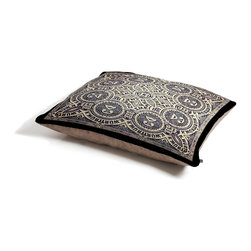 Ballack Art House Belefonte Pet Bed - Perfect for dogs, cats,heck, even a pig! With our cozy pet bed made of a fleece top and waterproof duck bottom, you're bound to have one happy animal catching some zzzz's in ultimate comfort.