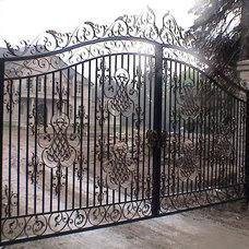 Traditional Home Fencing And Gates by Art Metal Workshop Inc.