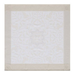 "Le Jacquard Francais - Le Jacquard Francais Venezia Champagne Napkin 22 x 22 "" - Venezia is here! fill the buffet and dress the tables to the nines with exquisite white cloths. Venezia has all the beauty of a classic! It's must for the new classy trend. Damask fabric. 100% Pure cotton."