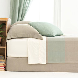 Pine Cone Hill - PCH Cotton Twill Oatmeal Box Spring Cover - Sophisticated texture makes the Cotton Twill Oatmeal box spring cover an ideal modern accent. This unique and functional piece by PCH helps tidy up a visible box spring without losing a hint of style. Available in twin, full, queen and king sizes; 100% cotton; Design by Pine Cone Hill and Annie Selke; Dry clean only
