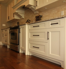 kitchen cabinets by Arts Custom Woodcrafting Inc.