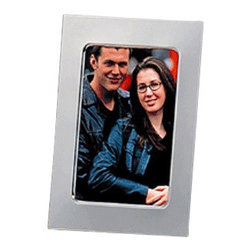 Godinger Silver - 3x5 Silver Plated Picture Frame - Nice memories deserve an even nicer presentation. Place any photo inside and this frame is certain to complement it. Made of high quality silver plated material, this frame will surely last you for years to come. Simply display your nicest photo and let your memories flow back. Dimensions: 4 x 6 inches.