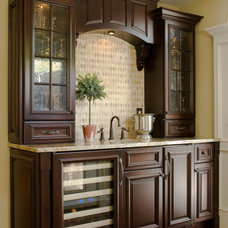 Traditional  by Rose Roberts Interior Design, Inc.