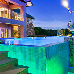 contemporary swimming pools and spas by Aqua Vista Glass