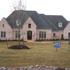Traditional Exterior by Alford Homes, L.P.