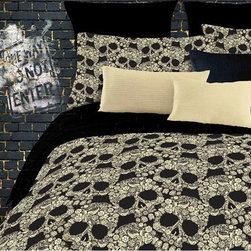 Grand Luxe - Street Revival Flower Skull Full-size 6-piece Bed in a Bag with Sheet Set - Offering unique appeal,this full-size Street Revival flower skull bedding is certain to please. This complete bed-in-a-bag set includes a comforter,a bedskirt,a fitted sheet,a flat sheet,a pillowcase,and a pillow sham to match.