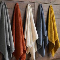 Coyuchi Air Weight Bath Linens - Coyuchi's Air Weight Bath Linens are 100% GOTS organic cotton bath towels, bath rugs, and bath mats. These soft, thirsty towels will wash easily and dry quickly.