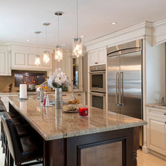 traditional kitchen by Tangerine design studios ltd.