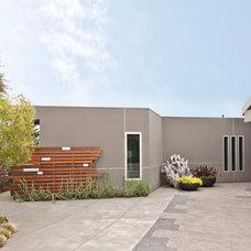 Modern Exterior by Harte Brownlee & Associates Interior Design