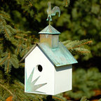 Sleepy Hollow Bird House with Rooster Topper - White with Verde Copper Roof - The metal rooster topper and the distressed verdigris roof give this bird house a classic country style. Made of naturally regenerating and rot- and decay-resistant wood.