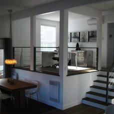 Modern Home Office by Renovia