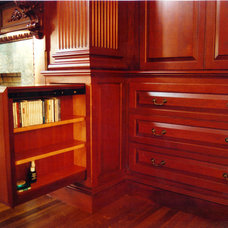 Traditional  by Odhner & Odhner Fine Woodworking Inc.