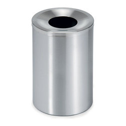 Blomus - CASA Waste Bin, Small - Keep your surroundings waste-free with this smart CASA Waste Bin by Blomus. Available in large and small size options, it features a self-extinguishing lid and plastic insert for quick, easy cleaning. Designed with a minimalist aesthetic, this essential piece is ideal for any modern home or office.