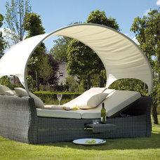 Outdoor Sofas by HUISSTYLING
