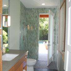 Contemporary Bathroom by Moderna Homes, Inc.