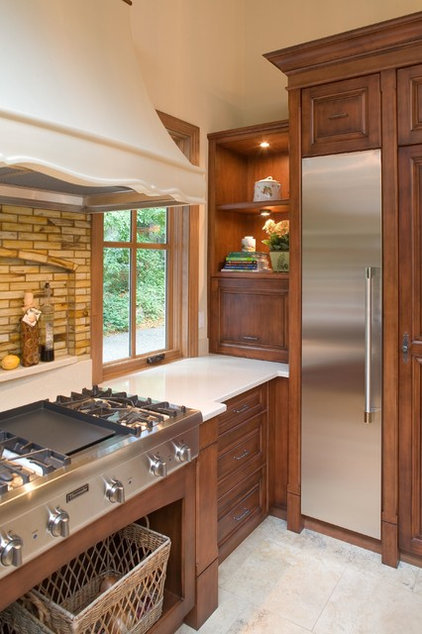Traditional Kitchen Cabinetry by Lonetree Kitchens and Bathrooms