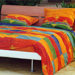 Bassetti - Bassetti Abstract Vintage-style Comforter - This colorful Bassetti comforter is machine washable and adds great style to the bedroom. The piece features a unique retro chic style.
