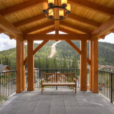 Traditional Porch by A&T Project Developments Inc.