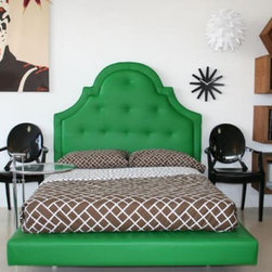 Hollywood Bed, Kelly Green - Oh my goodness, it's a kelly green glam bed!