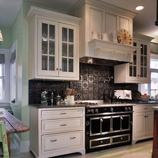 Traditional Kitchen by Kipnis Architecture + Planning