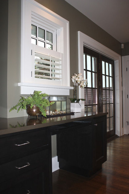 Traditional  by Sarah Gallop Design Inc.