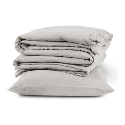 The Linen Works - Toulon Dove Grey Bed Linen Collection - Sheet Set - Our Toulon Dove Grey bed linen is the essence of natural, a down-to-earth basic that goes with everything. Pre-washed for maximum comfort, these breathable fibers have a heat-regulating quality which encourages good sleep, making this duvet cool in summer and warm in winter.