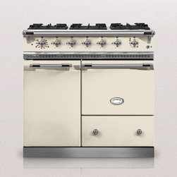 Bussy Kitchen Ranges - The Bussy kitchen range has six gas burners and a combination of two ovens. A gas or electric oven and a vertical electric multifunction oven together give you a choice of three cooking modes: static, grill and convection.