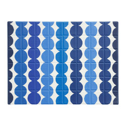 Räsymatto Oilcloth Placemat by Marimekko - Perfect for summer, these bead patterned placemats can serve as the base for a modern coastal tablescape.