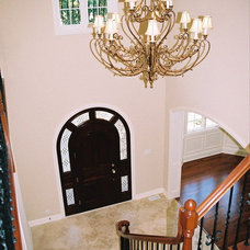 Traditional Entry by Summit Signature Homes, Inc.