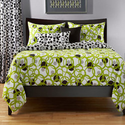 Siscovers - Full Circle Green and Black Six Piece Queen Duvet Set - - Bold Rings and Dots  - Set Includes: Duvet - 94x98, Two Queen Shams - 30x20, One Decorative Pillow - 16x16, One Decorative Pillow - 26x14  - Inserts: Polyester  - Duvet Material: 100% Polyester  - Sham Material: 100% Polyester  - Pillow Material: 100% Polyester  - Additional Color: White  - Workmanship and materials for the life of the product. SIScovers cannot be responsible for normal fabric wear, sun damage, or damage caused by misuse  - Reversible Duvet and Shams  - Care Instruction: Machine Wash  - Made in USA of Fabric made in China Siscovers - FCGR-XDUQN6