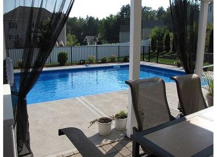 Traditional Pool backyard pool