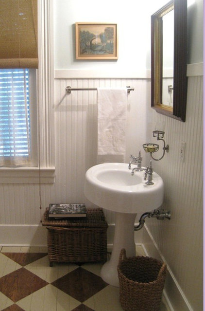 traditional  masculine bathroom